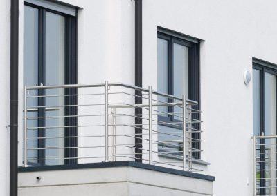 7_1200x795_mieten_balkon_metall_gelaender_architekt_van_dornick